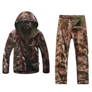 Winter Camouflage Kleidung dunkel bestehend aus Jacke & Hose mit Innenfutter